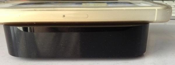 AppleTVとiPhone厚さ比較